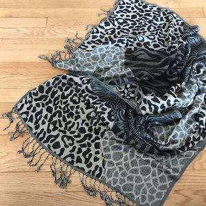 Nordstrom BP leopard print two toned scarf